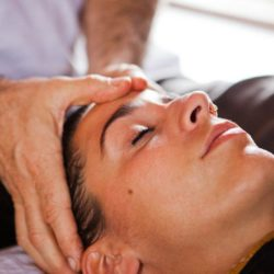 Профессионалы раскрывают карты: омоложение лица массажем